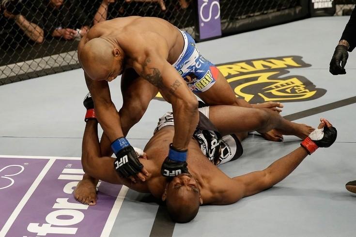 Нокаут летящим коленом в челюсть. Как Йоэль Ромеро дебютировал в UFC
