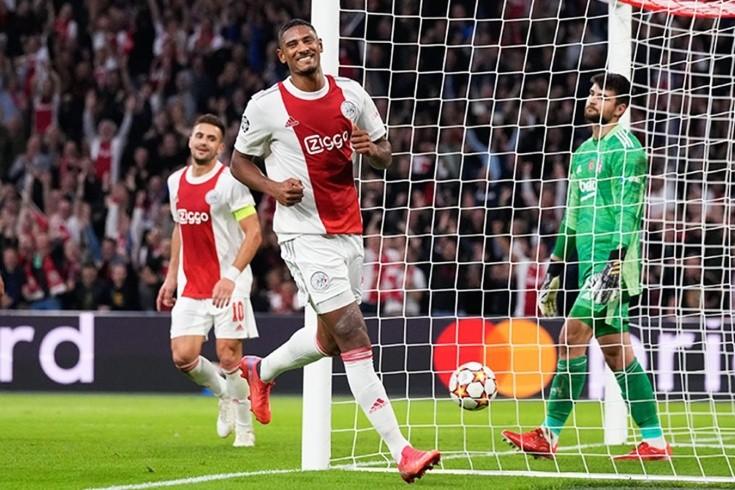 Новый рекорд для дебютантов Лиги чемпионов. Форвард «Аякса» забил пять голов в двух матчах