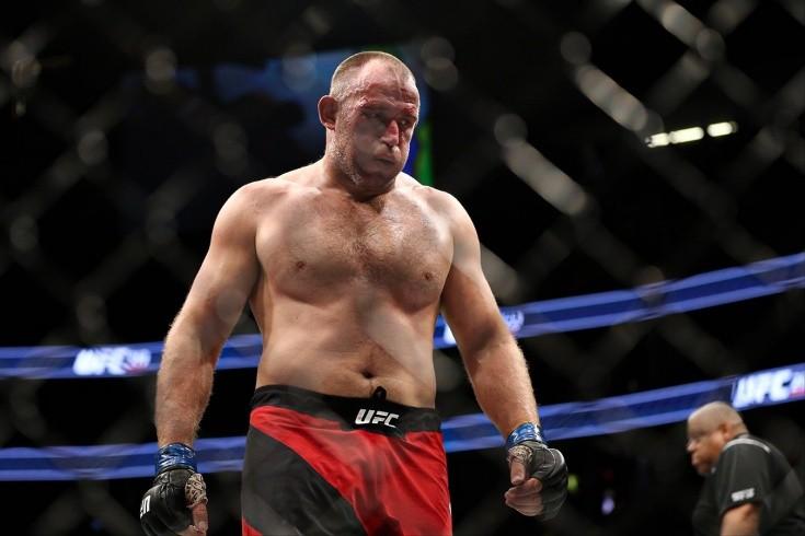 «Олейник бить не умеет, он медленный». Алексею предстоит последний бой в UFC?