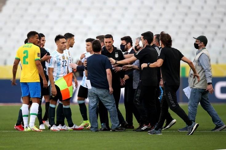 Полиция сорвала матч Бразилия — Аргентина! Футболистов пытались депортировать прямо с поля