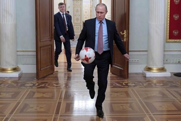 Путин отстаивает в футболе лимит на легионеров. Это странно