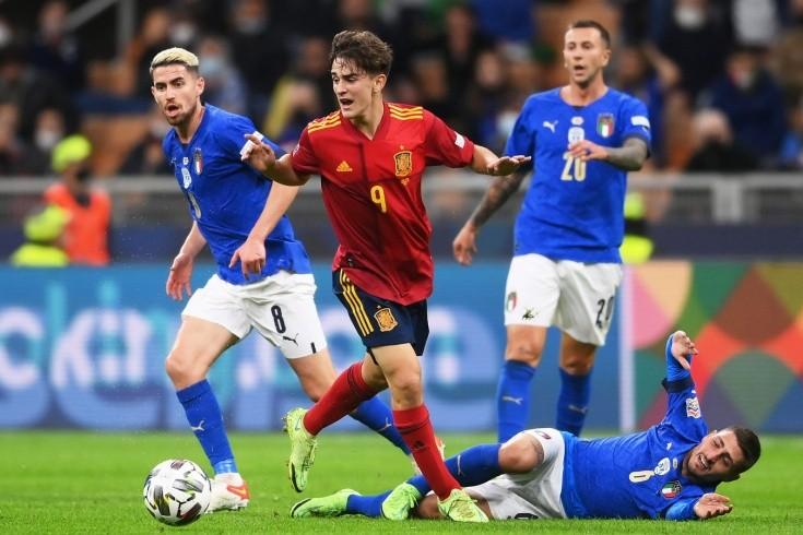 17-летний пацан из «Барселоны» — рекордсмен сборной Испании. Что мы знаем о Гави