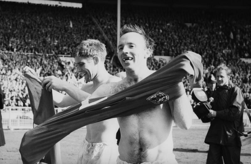 Бобби Чарльтону — 84! Вспоминаем их дуэль с Беккенбауэром в финале чемпионата мира
