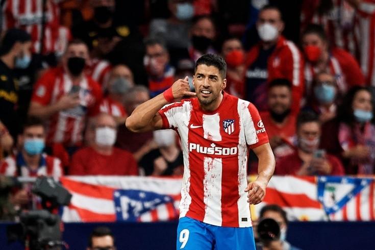 Суарес впервые забил «Барсе». Что означал его жест после гола?